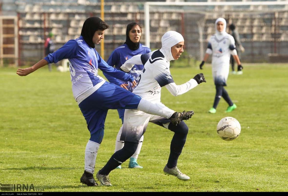 خبرنگاران سرمربی ملوان: فوتبال زنان در راستا حرفه ای شدن نیست